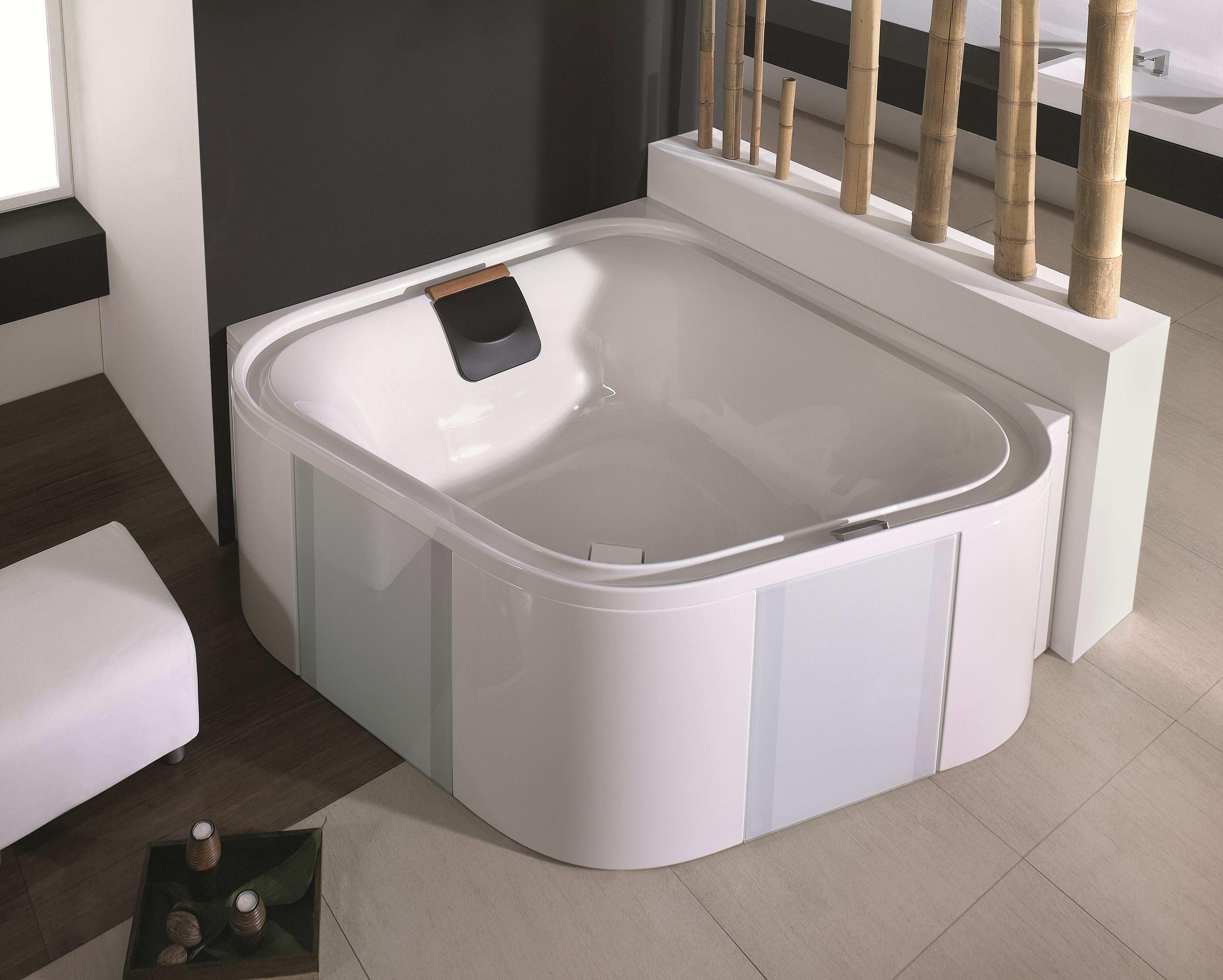 hoesch ergo freistehende eckbadewanne 1640 mm wei verchromt mit au enverkleidung silber 6443. Black Bedroom Furniture Sets. Home Design Ideas
